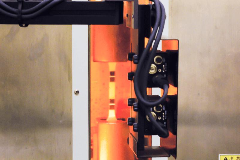 非接触ビデオ伸び計を               使用した引張試験